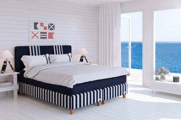 Saltö Block Stripe sängpaket med ben och bäddmadrass, sänggavel, två bäddset Striped Oxford med underlakan - fri leverans. Gå in och välj storlek för rätt pris.